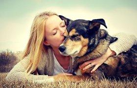 Mokslininkai nustatė, kaip šunys jaučia meilę šeimininkui