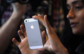 """Telefonų """"iPhone 5S"""" parduodama dvigubai daugiau nei """"iPhone 5C"""""""