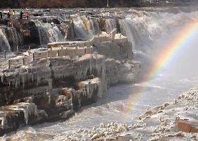 Kinijoje Hukou krioklį pradėjo kaustyti šaltis