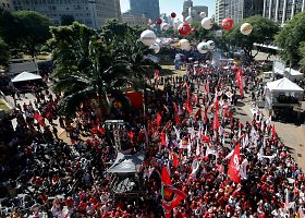 Brazilijoje vyko masinė prezidentės Rousseff apkaltos priešininkų demonstracija