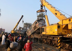 Egipte nuo bėgių nulėkė traukinys
