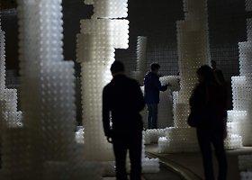 Perdirbtos plastmasės kamuoliukų instaliacija požeminėje troleibusų stotyje Vašingtone