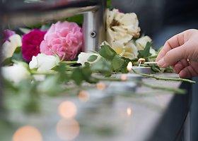 Rytas po kruvino išpuolio Miunchene: gėlių ir žvakelių jūra