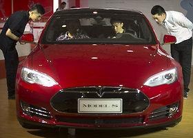 """Atnaujintas sedanas """"Tesla Model S"""""""
