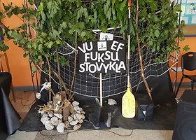 Kuratoriai Vilniaus universitete naujokus pasitinka šokiais ir dainomis