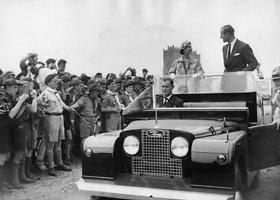 """Land Rover Defender"" – karalienės Elžbietos II mėgiamas automobilis"