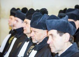 Šv. Jonų bažnyčioje Vilniaus universiteto garbės daktaro vardai suteikti diplomatui ir profesoriui