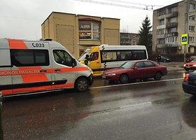 "Kaune ""Mazda"" partrenkė du žmones"