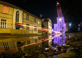 Kauno Kristaus Prisikėlimo bazilika nusidažė Prancūzijos vėliavos spalvomis