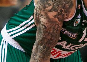 Pasipuošęs naujomis tatuiruotėmis Robertas Javtokas grįžo į aikštę