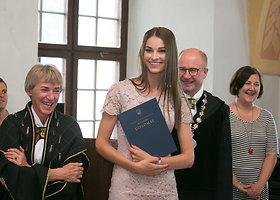 Linai Anušauskienei įteiktas magistro diplomas