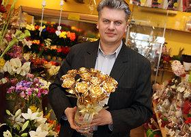 Kaune sukurta auksinių rožių puokštė