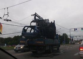 Kaune sunkvežimis nutraukė troleibusų elektros linijas