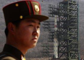 """Šiaurės Korėjos pasididžiavimas – šalyje gaminama """"Unha 9"""" raketa"""