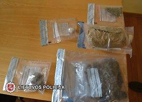 Pareigūnai sulaikė iš Šiaulių į Kelmę tiekiamus narkotikus