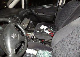 Mažeikiuose siautėję chuliganai apgadino 20 automobilių