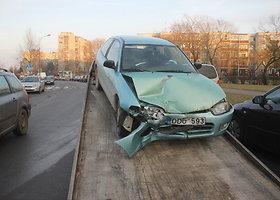 """Girtas """"Mitsubishi"""" vairuotojas rėžėsi į """"Volkswagen"""""""