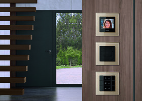Eksterjeras: telefonspynių pavyzdžiai, nedarkantys namo vaizdo