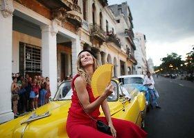 """""""Chanel"""" Havanos pagrindiniame bulvare pristatė Kubos įkvėptą kolekciją"""