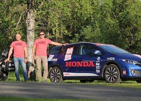 """""""Honda Civic"""" ir """"Honda Crosstourer"""" prieš kelionę Nordkapas-Tarifa"""