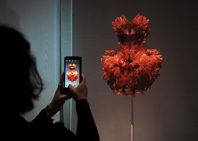 "Mada mašinų amžiuje – paroda ""Manus x Machina: Fashion in an Age of Technology"" Niujorke"