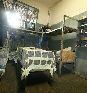 Šiaulių tardymo izoliatoriuje skandalas: prižiūrėtojas kaltinamas apiplėšęs kalinį