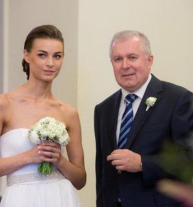 Seimo narys Arvydas Anušauskas Rotušėje susituokė su studente Lina Bulanovaite