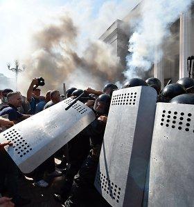 Susirėmimai Kijeve: į karius granatą metęs asmuo – saviškis