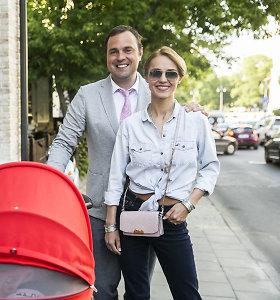 """Indrė ir Jogaila Morkūnai į restorano atidarymą atvyko su dukrele: """"Mes su šeima visad kartu"""""""