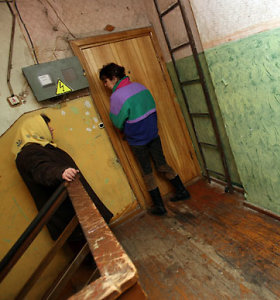 Klaipėdoje daugiabučio gyventojus terorizuoja laiptinėje ir lifte tuštintis pamėgęs asmuo