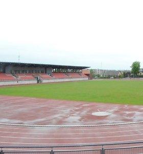 Užmokesčio negavę rangovai nori išardyti Telšių stadioną