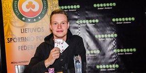 Pirmadienio paryčiais naujuoju Lietuvos sportinio pokerio čempionu tapo vilnietis Matas Levanas