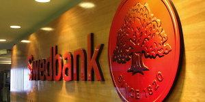 """Euro įvedimas užklupo ir """"Swedbank"""": kaip susitarti su klientais, kurie paskolas ėmė litais?"""
