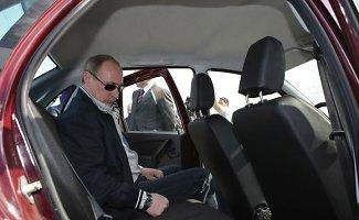 Rusija užsiveria: svarstoma uždrausti vakarietiškų automobilių, alkoholio ir rūkalų importą
