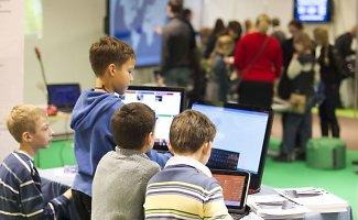 Skaitmeninės mokymosi priemonės – laužo senąsias mokymosi tradicijas?