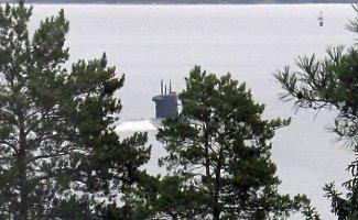 Turistų nuotraukose – paslaptingas povandeninis laivas prie Švedijos krantų