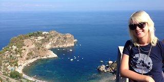"""<b>Raminta Vyšniauskaitė</b> Sicilijoje """"dirbo"""" prie baseino ir atšventė draugų medaus mėnesį"""