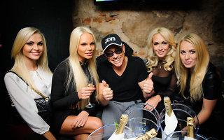 <b>Jeanas Claude'as van Damme'as</b> šėlo Vilniaus naktiniuose klubuose