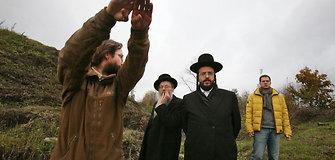 Kauno VII forte rastus žydų palaikus ir jų žudynių vietą apžiūrėjo rabinai iš Izraelio