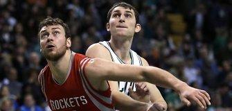 """Donatas Motiejūnas sužaidė NBA karjeros mačą, o """"Rockets"""" ir toliau laimi"""