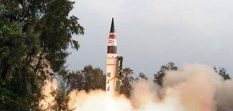 Indija išbandė didelio nuotolio balistinę raketą