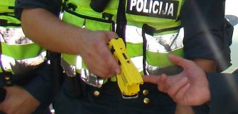 Vilniuje tuzinas romų moterų išgelbėjo narkotikų vartojimu įtariamą vyrą