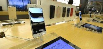 """Per savaitę """"Apple"""" prekių Rusijoje kainos šoktelėjo trečdaliu"""
