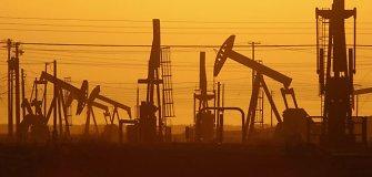 Naftos kainos juda be aiškios krypties