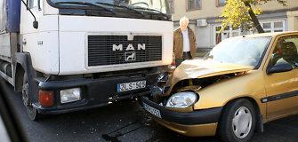 Kaune susidūrus trims automobiliams nukentėjo dvi moterys