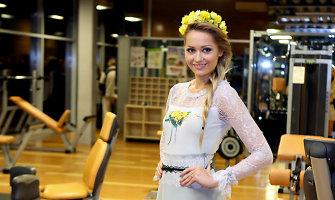 Gėlėta Natalijos Šakelienės kolekcija: sporto salės podiumu žengė ir Rūta Mazurevičiūtė