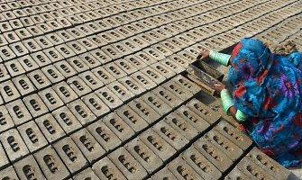 Žmonės Pakistane pasmerkiami žiauriai vergijai ir pasiskolinę kelis šimtus eurų