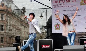 Deividas Meškauskas ir Karina Jeremian būrį žmonių suvienijo bendram Taikos dienos šokiui