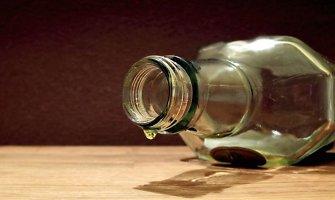 Įsiutusi klaipėdietė sutuoktinį auklėjo talžydama buteliu