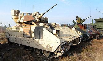 """Pabradės poligoną drebino JAV kariniai transporteriai """"Stryker"""" ir pėstininkų kovos mašinos """"Bradley"""""""